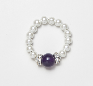 white beaded stretch ring with circular amethyst accent bead