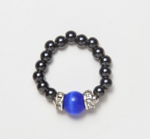 black beaded stretch ring with dark blue cats eye accent bead