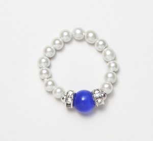 white beaded stretch ring with dark blue cats eye accent bead
