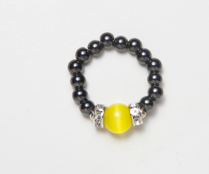 Black beaded stretch ring with cats eye yellow accent bead