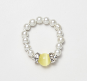 white beaded stretch ring with yellow cat's eye circular accent bead